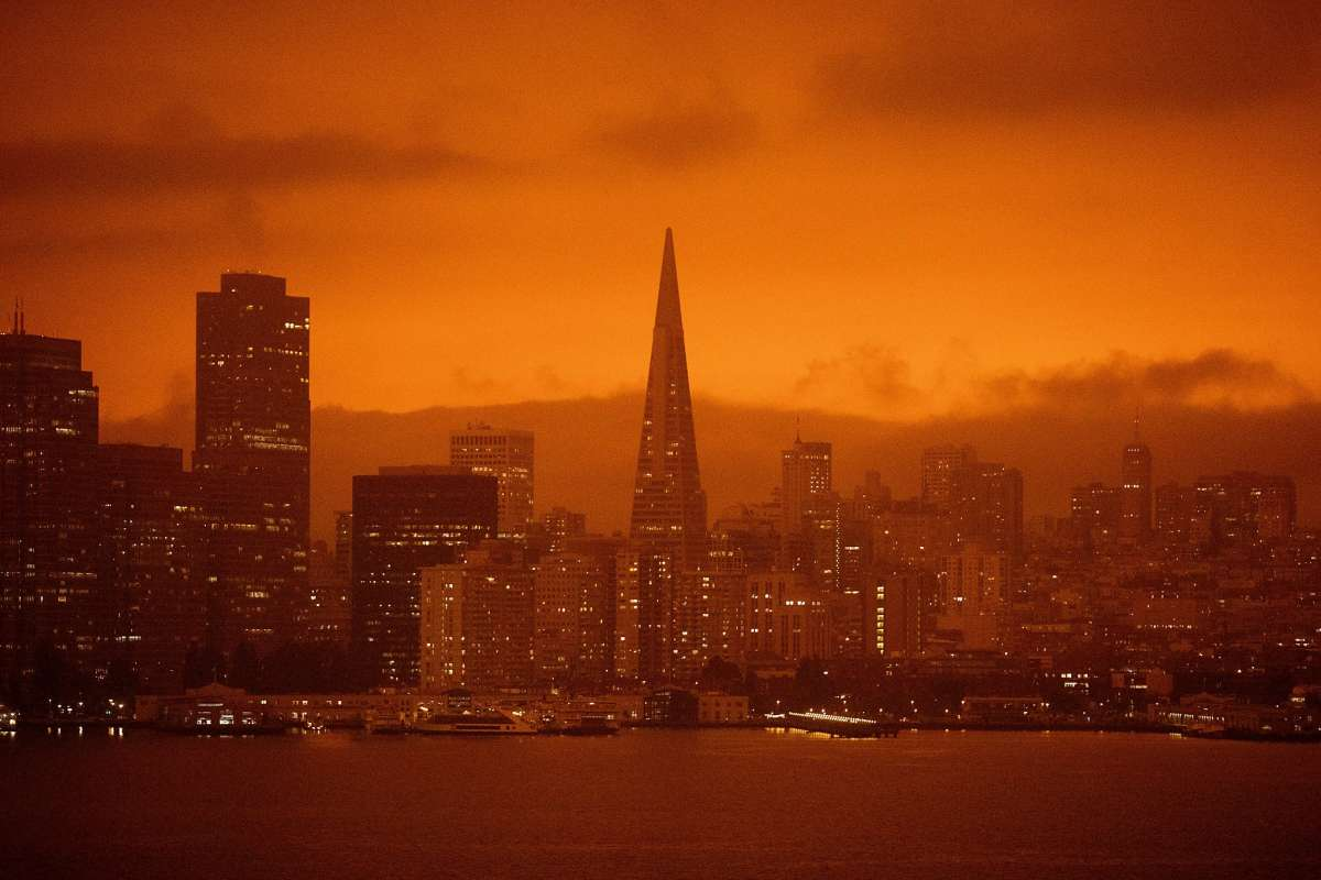 Wildfire smoke blackens the sky over San Francisco in 2020